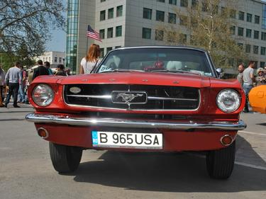 Дядо и колата му - хит на ретро-парада в Стара Загора