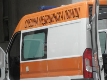 33-годишен водач на лек автомобил се удари в стълб
