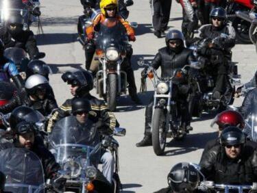 Стотици мотористи се събраха в Русе, за да закрият мотосезона
