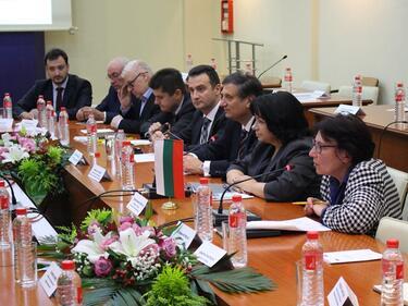 Петкова: Доставките на азерски газ са ключови за нашата енергетика