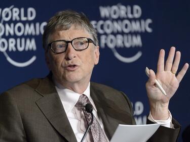 Бил Гейтс: Специални данъци ще спасят работните места на хората от роботи