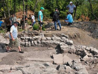 Древни погребения откриха край Кремиковския манастир