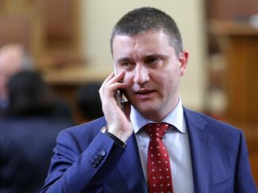 Горанов: Неприемливо е да вземат бонуси отговорни за срива с Търговския регистър