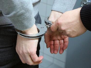 Търновски ченгета хванаха крадци на каса с 35 бона