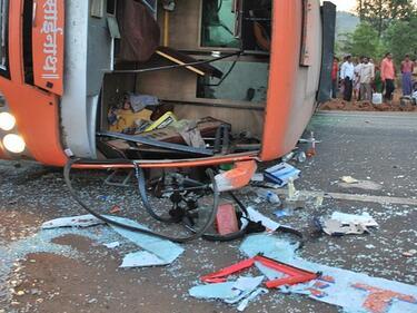 Автобусна катастрофа с 28 жертви в Индия