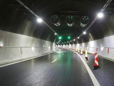 """Двупосочно движение в единия от тунелите на """"Хемус"""""""