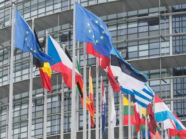 Еврокомисар: Бедността е основен проблем на България