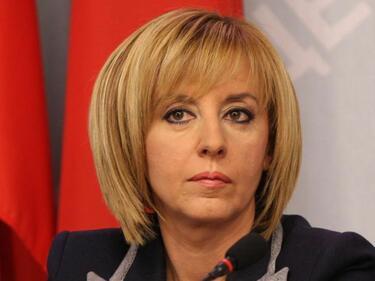 Манолова: Депутатите да не симулират пред ЕК, че защитават гражданите