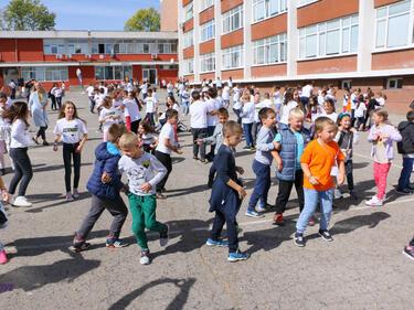 Близо 450 български деца са се върнали от чужбина за училище