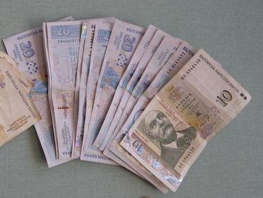 Възстановяват парите на хората, източени от банкерката в Нова Загора
