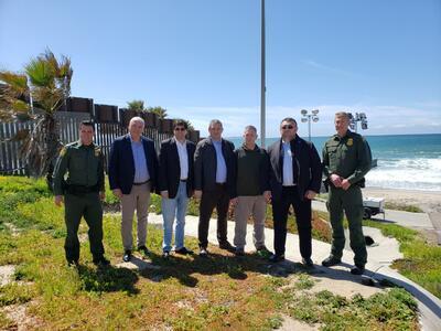 Младен Маринов посето оградата на американо-мексиканската граница