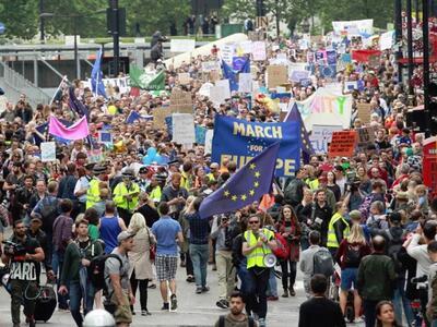 Стотици хиляди британци на улицата, искат да останат в ЕС