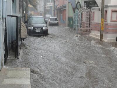 "Мощна буря удари Истанбул, ""Капалъ чарши"" е под вода"