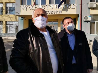 Борисов: Управляваме кризата, заводите работят