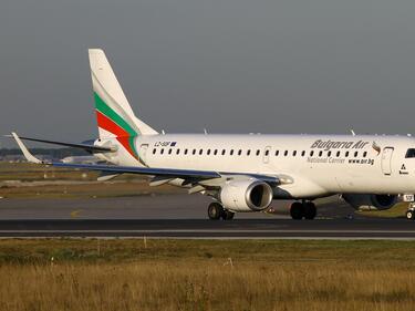 Злополучният полет от Щутгарт кацна във Варна без скандалджиите