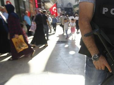 Британец и две българки задържани в Турция за тероризъм