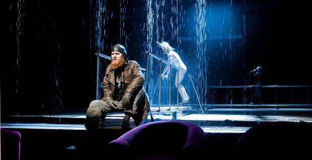 """""""Хамлет"""" – спектакълът на сетивата"""