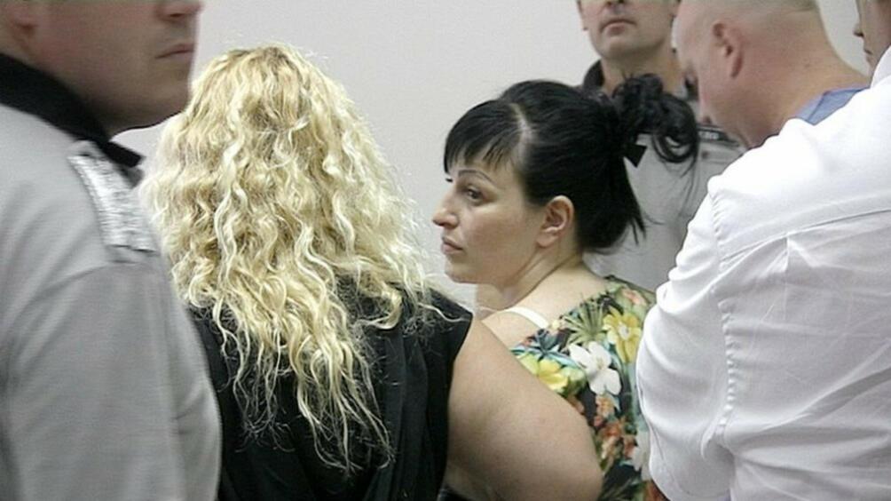 Снимка: Върнаха в ареста обвинената в трафик на бежанци Анелия Велева