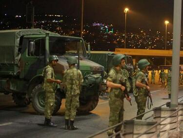 """""""Ла Стампа"""": Истанбул падна до нивото на мрачен гарнизонен град"""