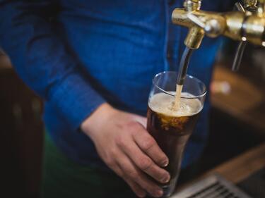 Оглавихме британска туристическа класация за най-евтина бира