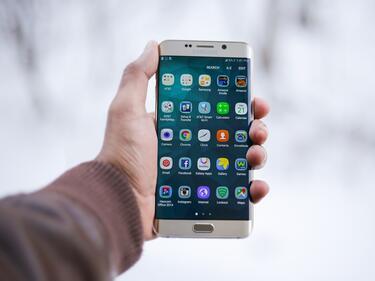 ЕС забранява на мобилните приложения да ни събират данни за каквото си поискат