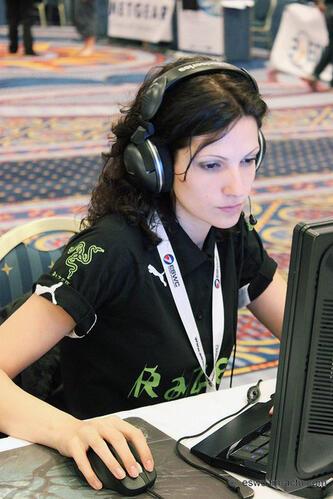 Петя и Глория – геймърки в България