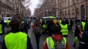 """""""Жълтите жилетки"""" протестират в Париж"""