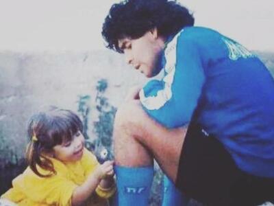 Щерката на Марадона със сърцераздирателно послание и трогателна снимка