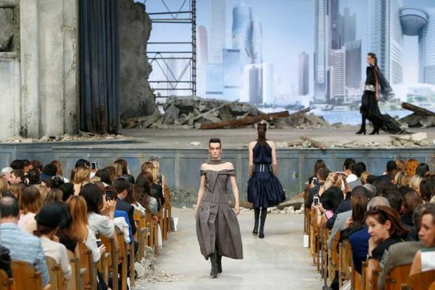 """Карл Лагерфелд с нова модна колекция за """"Шанел"""""""